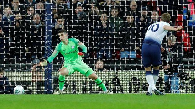 Kane cetak gol lewat tendangan penalti.