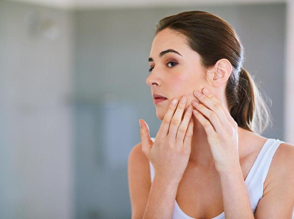 Muka Berjerawat Saat Bangun Tidur? Ini Penyebab dan Cara Mengatasinya