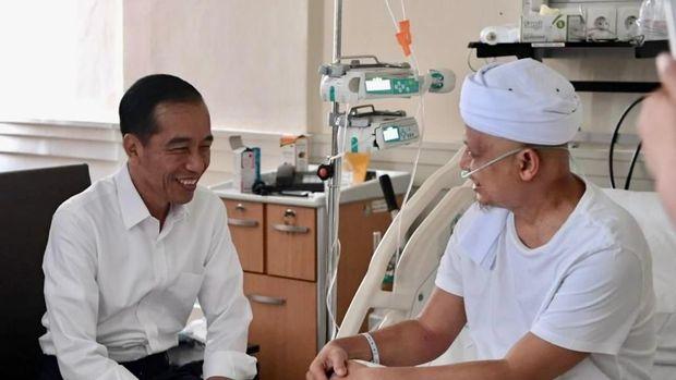 Jokowi jenguk Ustaz Arifin Ilham /