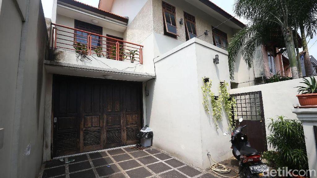 Jelaga Hitam Bekas Molotov di Rumah Pimpinan KPK Laode Syarif