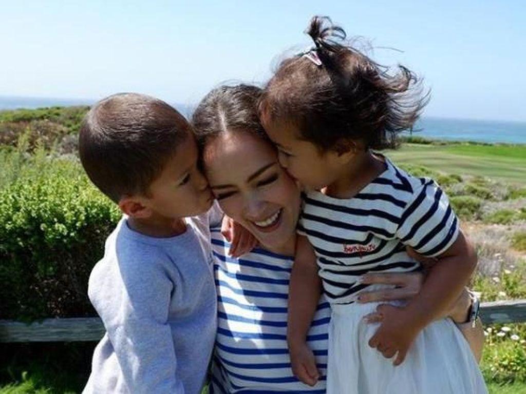 Tak Terpisahkan, Momen Cathy Sharon Habiskan Waktu Bareng Anak