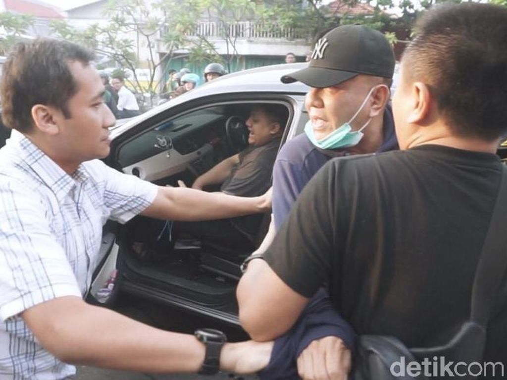 Video: Penangkapan Wisnu Wardhana yang Hebohkan Jalanan Surabaya