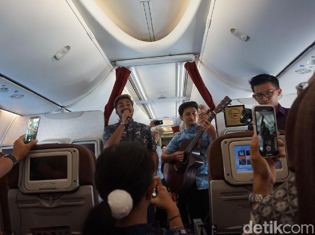 Setelah Musik Akustik, Garuda Indonesia Ingin Buat Stand Up Comedy di Udara