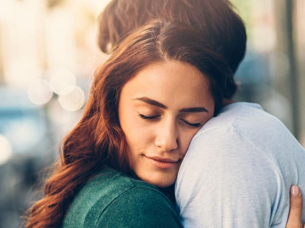 8 Jenis Pelukan yang Menunjukkan Makna Hubungan Kamu
