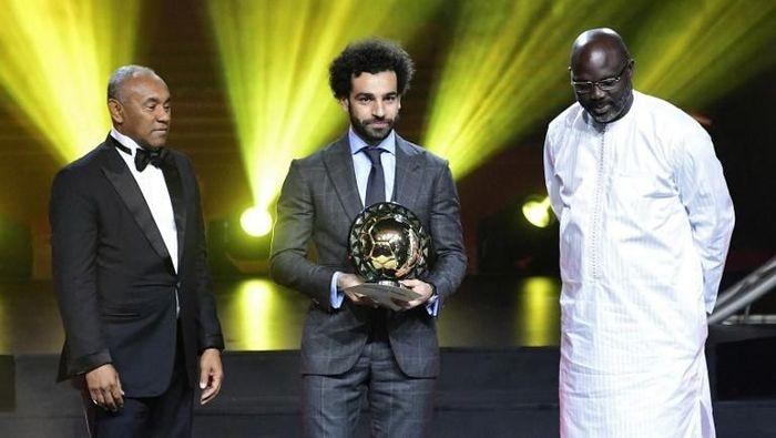 Mohamed Salah meraih penghargaan Pemain Terbaik Afrika 2018(Foto: SEYLLOU / AFP)