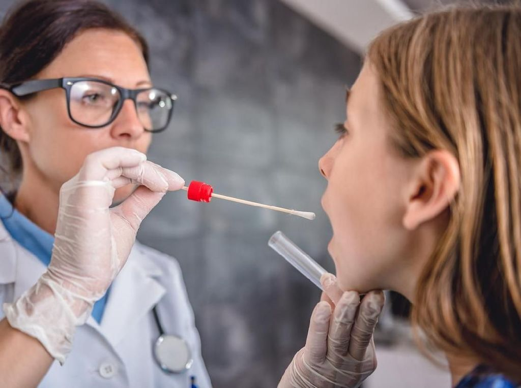 5 Penyebab Radang Tenggorokan yang Paling Umum Ditemukan