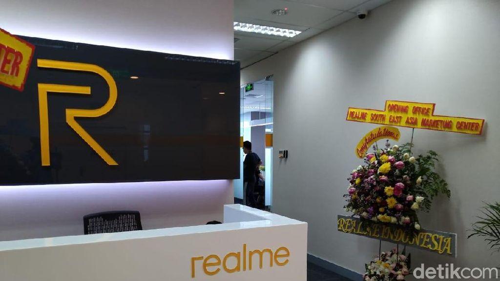 Main-main ke Kantor Baru Realme di Jakarta