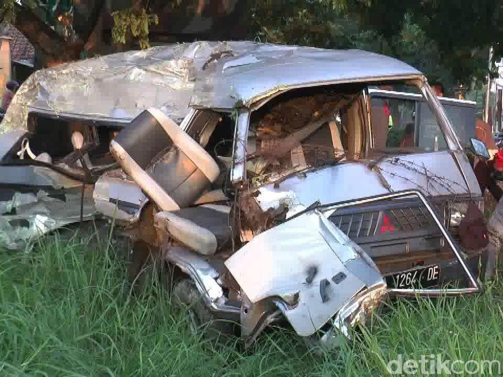 Mobil Ditabrak KA Jayabaya di Pasuruan, 5 Penumpang Tewas
