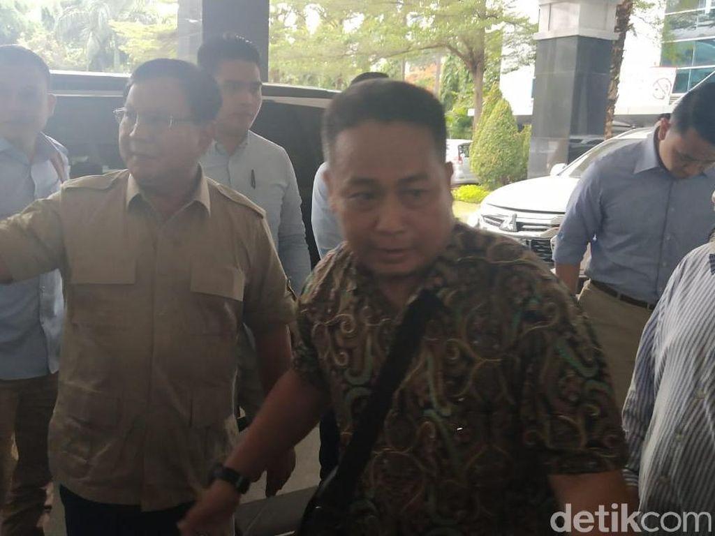 Prabowo Jenguk Ustaz Arifin Ilham di RSCM
