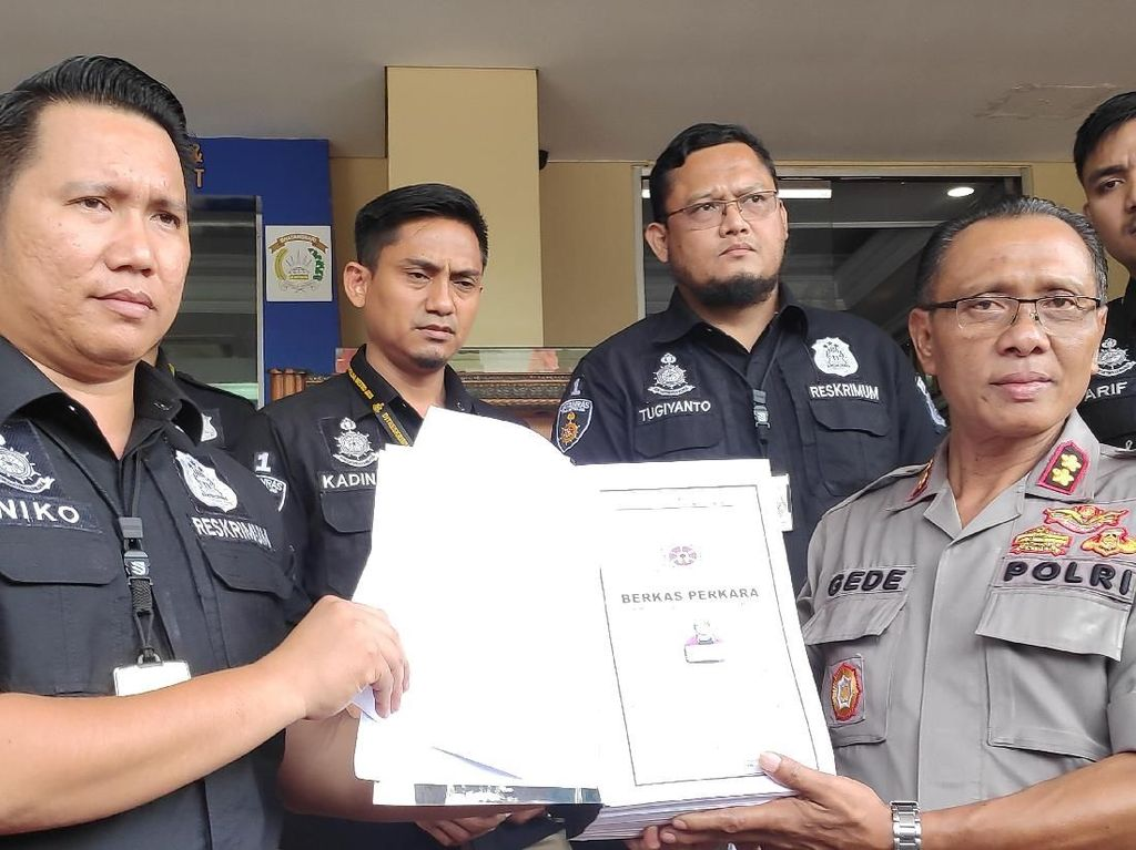 Rocky Gerung Diperiksa, Berkas Ratna Sarumpaet Diserahkan Lagi ke Jaksa
