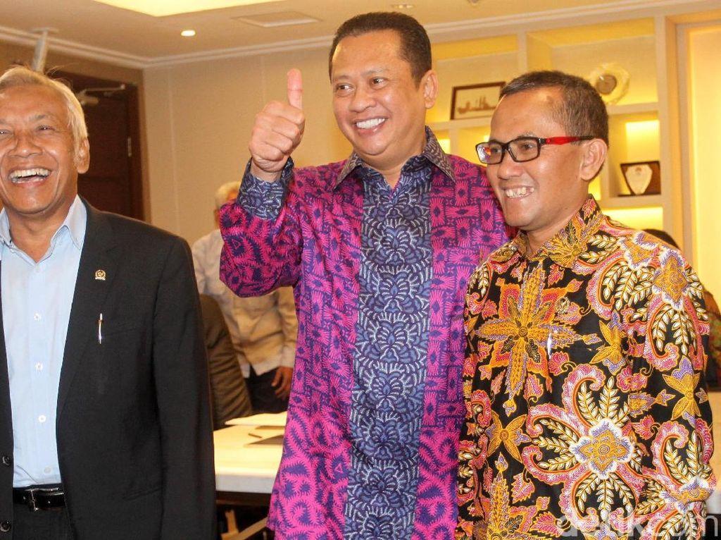 Ketua KY Serahkan 4 Nama Calon Hakim Agung ke DPR