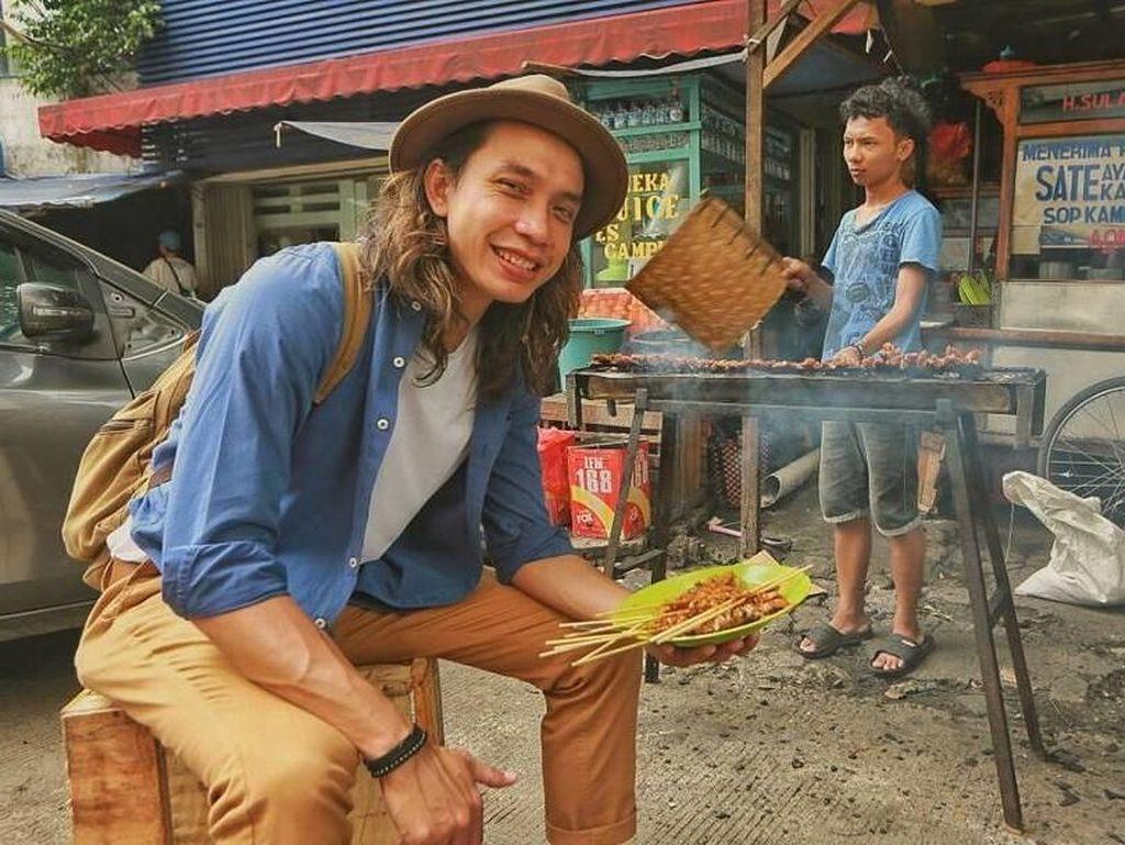 Aksi Gerry Girianza, Chef Muda Sekaligus YouTuber yang Doyan Makan Enak