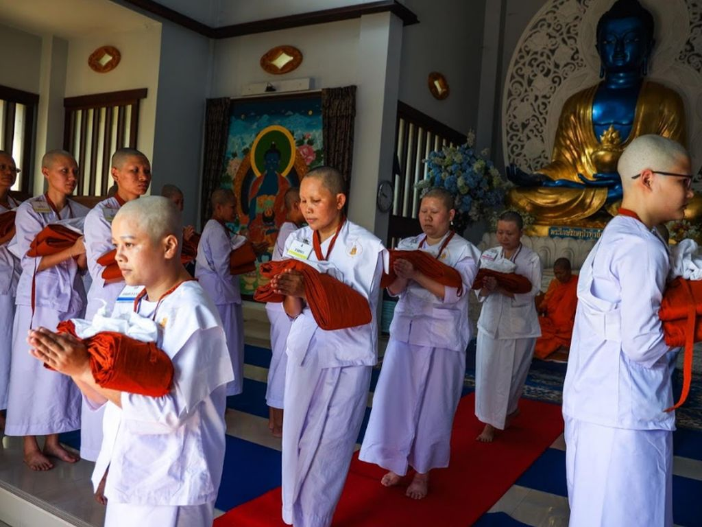 Potret Kehidupan Biksu Wanita di Thailand