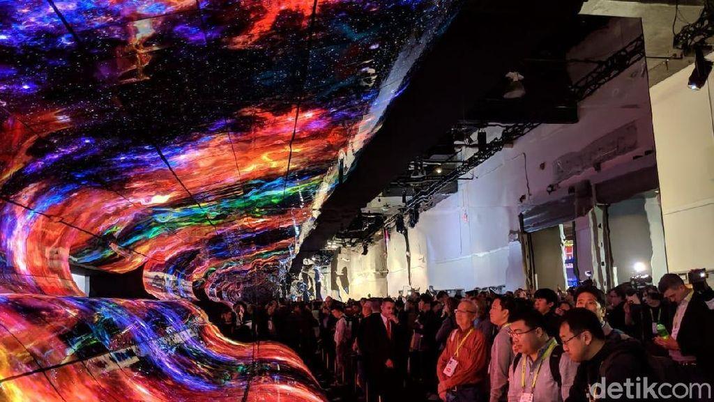 Instalasi Layar OLED LG Sukses Bikin Mata Terpana