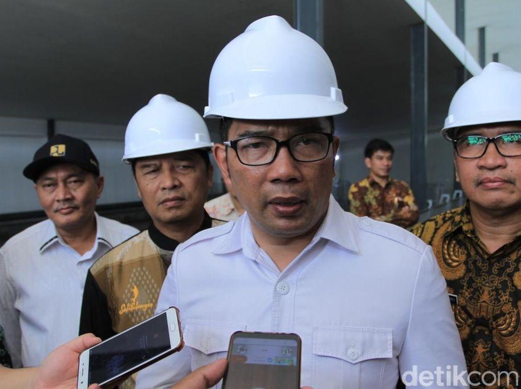 Dilaporkan Pose Satu Jari, Ridwan Kamil: Ada Pelanggaran Hukum?