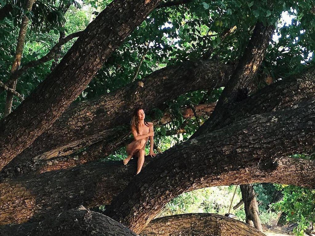 Selebgram Kontroversial, Pindah ke Hutan dan Memilih Hidup Tanpa Busana