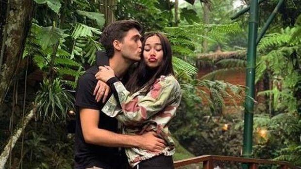 Aura Kasih Hamil Anak Pertama, Ammar Zoni-Irish Bella Resmi Tunangan