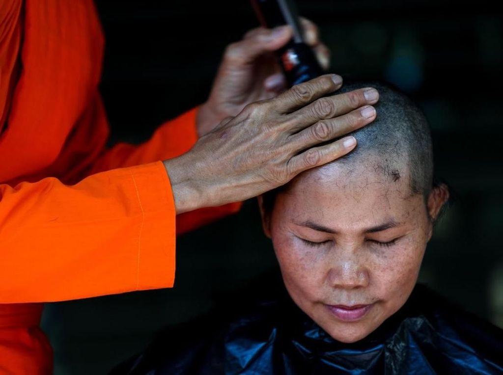 Mengintip Kehidupan Biksu Wanita di Thailand