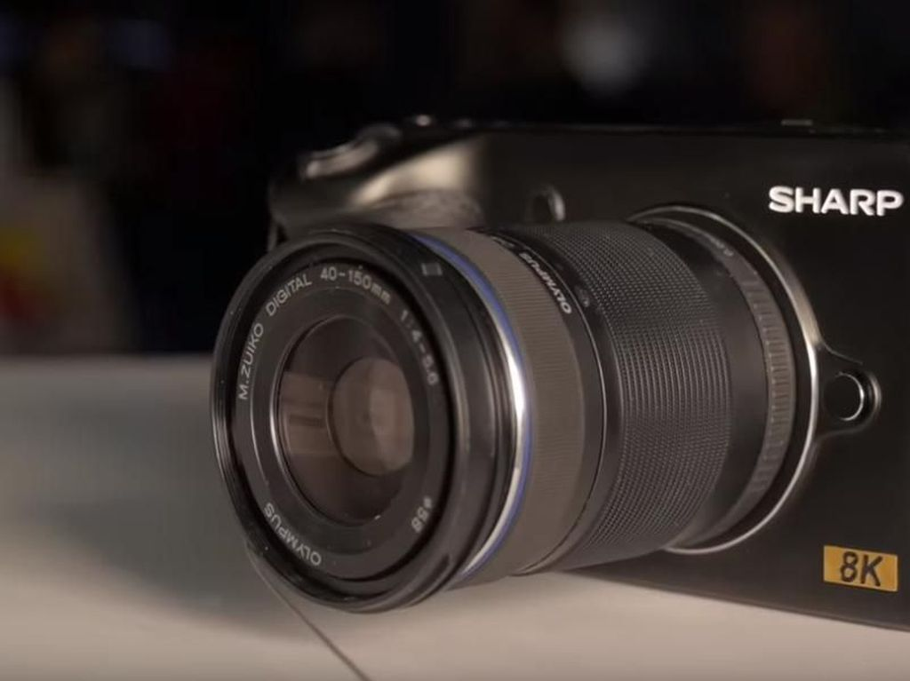 Sharp Bikin Kamera Mirrorless 8K