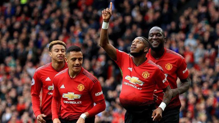 Gelandang Manchester United Fred saat berselebrasi dengan memasukkan bola ke perut tanda bakal dikaruniai momongan. (Foto: Matthew Lewis/Getty Images)