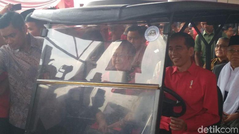 Hadir di HUT PDIP, Jokowi Setiri Maruf-Megawati-JK