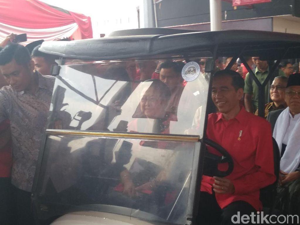 Momen Jokowi Sopiri Megawati dan Wapres-Cawapres di HUT ke-46 PDIP