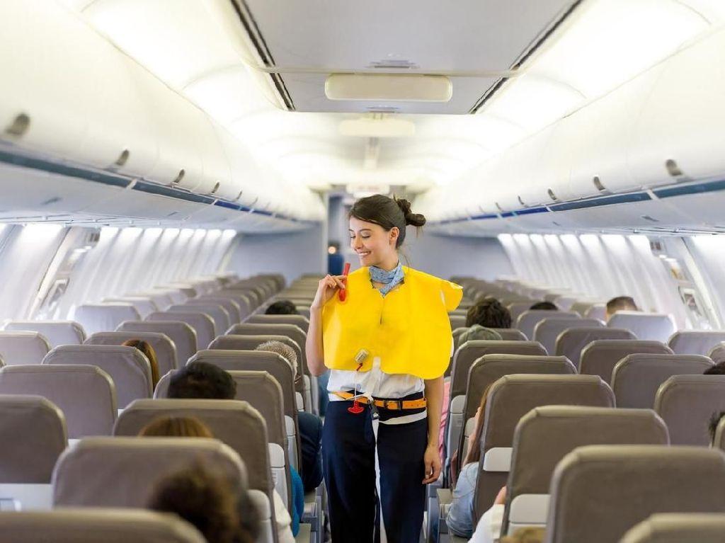 Kocak! Aneka Aksi Lucu Pramugari di Pesawat