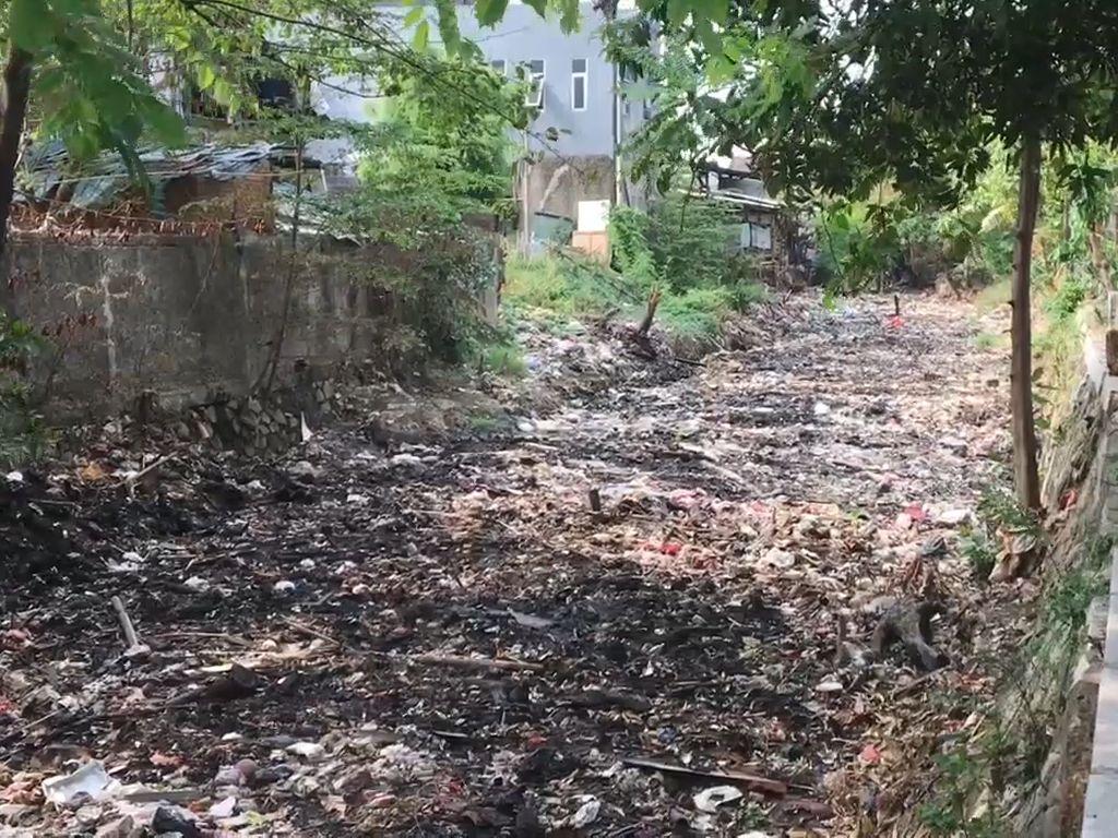 Tak Kalah Horor, Ini Penampakan Sampah di Perbatasan Bekasi