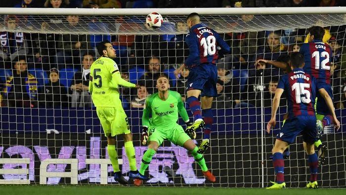 Barcelona kalah 1-2 dari Levante di leg pertama babak 16 besar Copa del Rey (Foto: David Ramos/Getty Images)