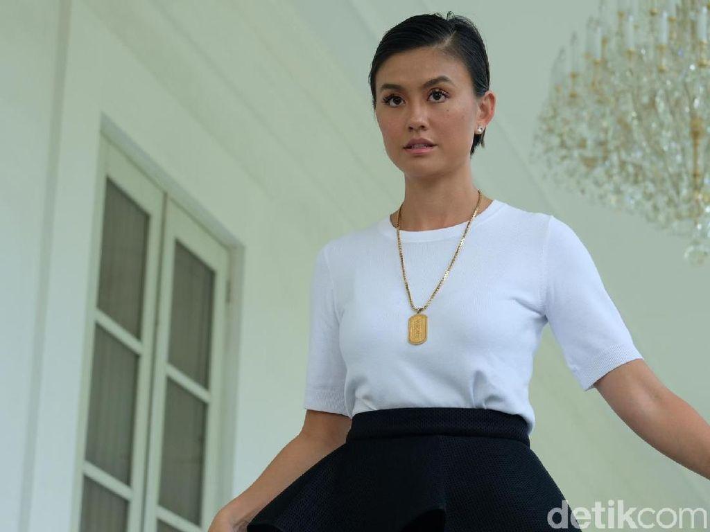 Foto: Gaya Hitam-Putih Agnez Mo Saat Temui Jokowi di Istana Negara