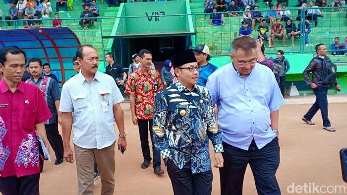 Wali Kota Malang Sutiaji menengok latihan perdana Arema FC (Muhammad Aminudin/detikSport)