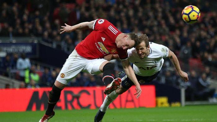 Tottenham Hotspur vs Manchester United akan bertarung malam nanti. Simak jadwal siaran langsung duel ini (Steve Bardens/Getty Images)