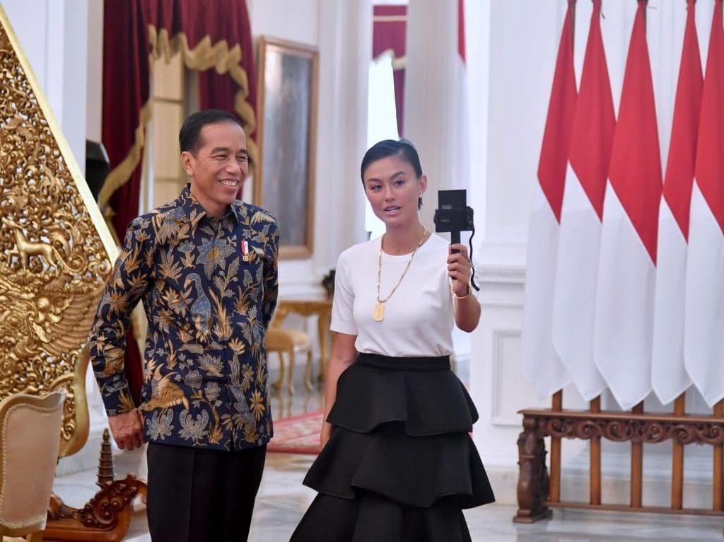 Potret Akrab Agnez Mo Nge-Vlog Bareng Presiden Jokowi