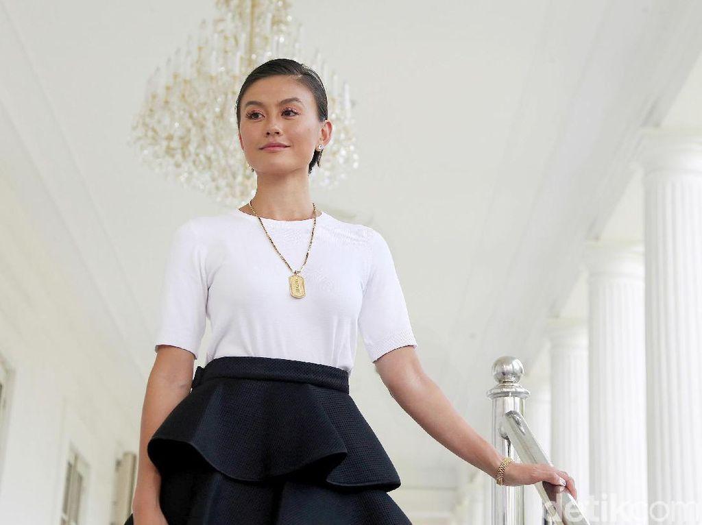 Gaya Agnez Mo Melenggang di Istana Bertemu Jokowi