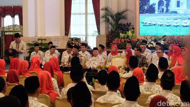 Jokowi kaget mendengar masih banyak guru yang bergaji rendah