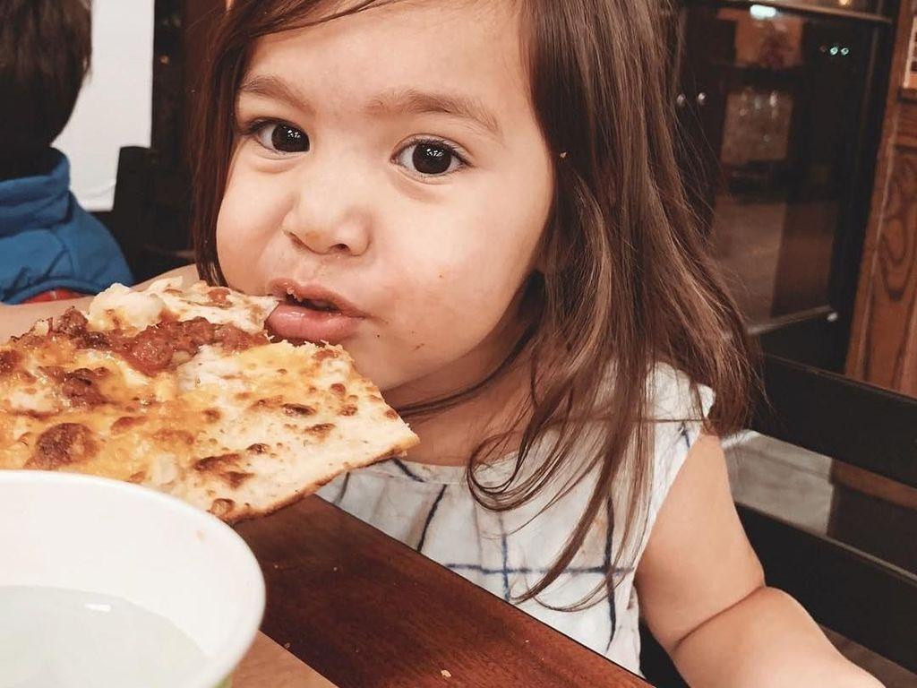 Ini Rachel, Anak Vlogger Pitas Life yang Doyan Makan dan Masak