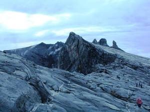 Kelakuan Pendaki yang Pose Bugil di Gunung Sampai Buat Warganet Geram