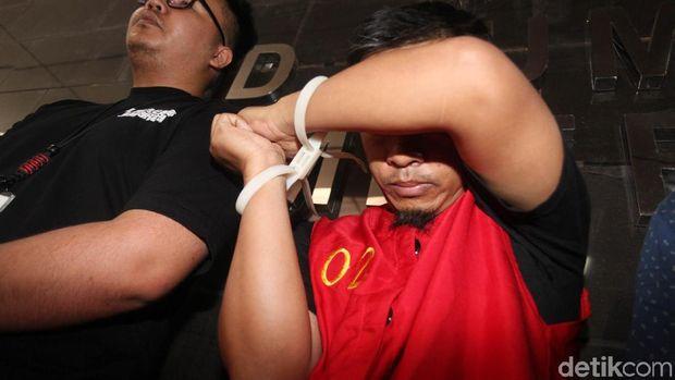 Tangan diikat, MIK tersangka penyebar hoax surat suara tercoblos.