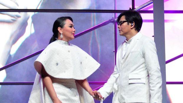 Armand Maulana dan Dewi Gita/