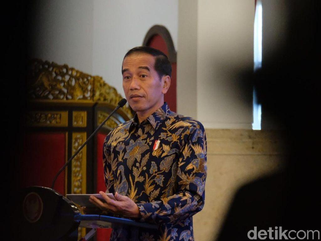 Jokowi ke Driver Online: Jangan Pakai HP Sambil Nyetir!