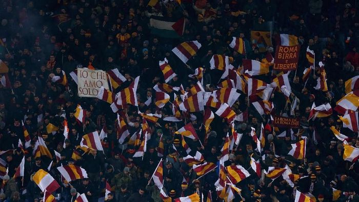 Pendukung setia AS Roma. (Foto: Paolo Bruno/Getty Images)