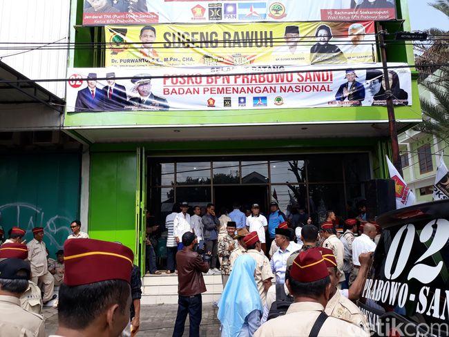 Rumah Jokowi 'Diusik', Banteng Keluar Tanduk