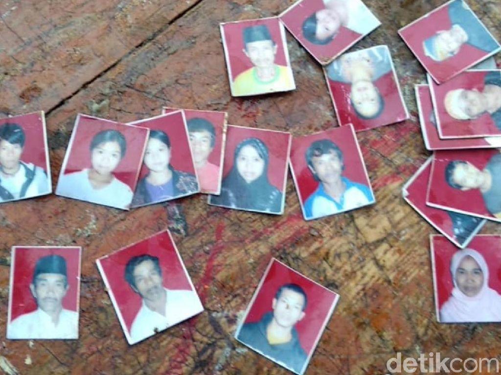 Haru, Korban Selamat Longsor Kampung Adat Temukan Foto Keluarganya