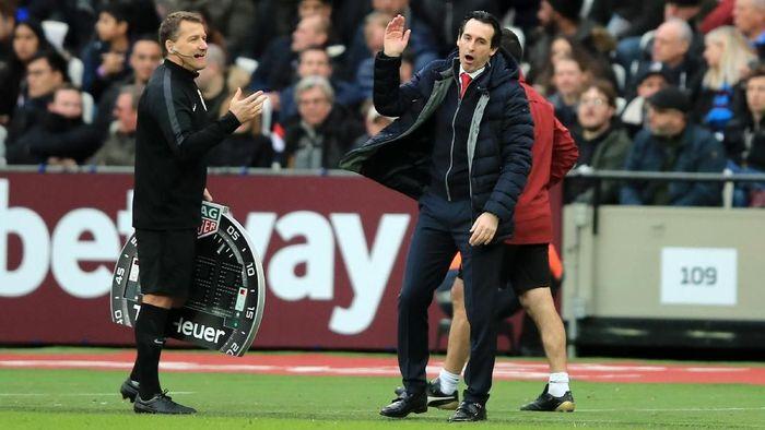 Ekspresi manajer Arsenal Unai Emer (kanan) saat menghadapi West Ham United. Arsenal kalah 0-1 di laga itu, Sabtu (12/1/2019). (Foto: Marc Atkins/Getty Images)