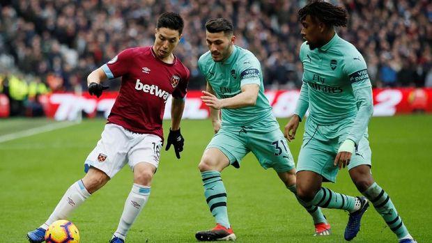 Samir Nasri bermain cukup apik untuk West Ham di babak pertama.