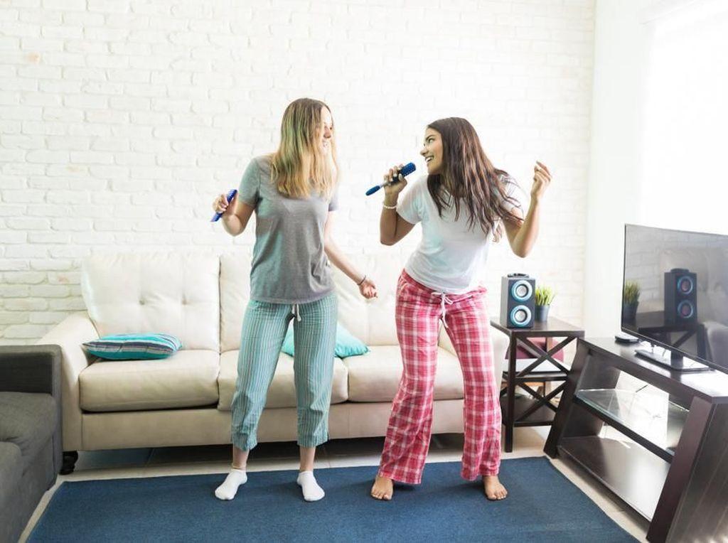 Speaker dengan 2 Mic Input Bikin Karaokean di Rumah Lebih Seru