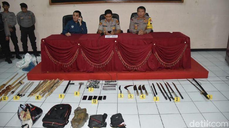 Penampakan Senjata Sitaan Polisi dari Para Pelaku Bentrok di Solo
