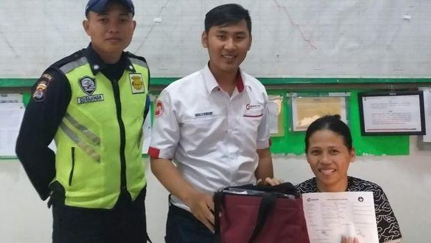 Tas Berisi Duit Rp 40 Juta Ditemukan di KRL Tn Abang-Serpong