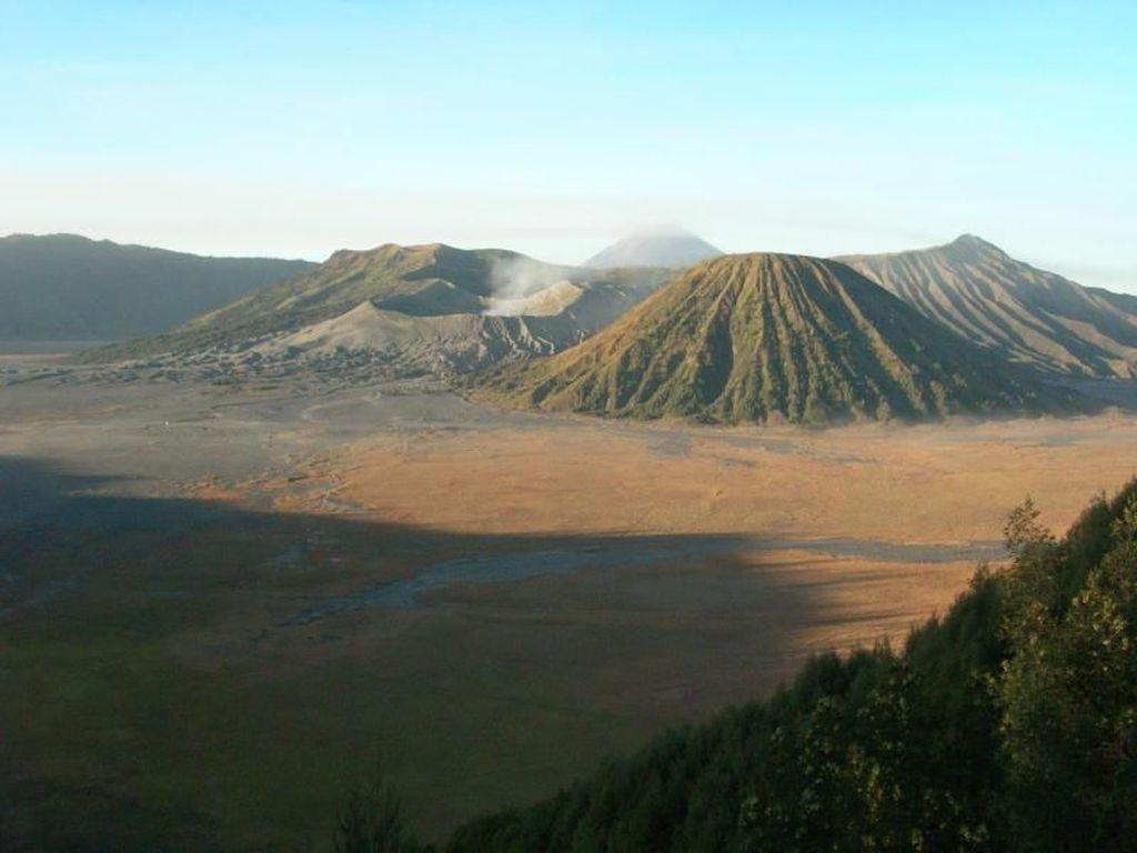 Gunung Bromo Erupsi, ESDM: Status Masih Waspada