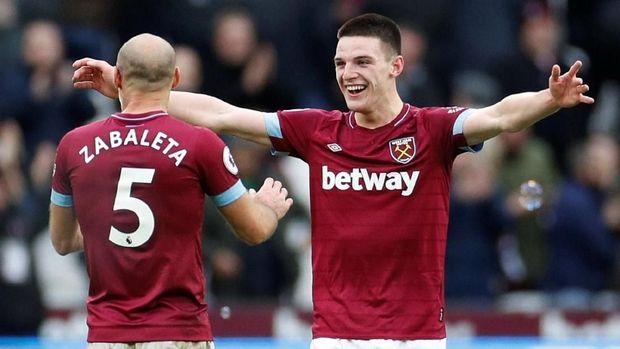 Declan Rise (kanan) mencetak gol kemenangan West Ham ke gawang Arsenal.